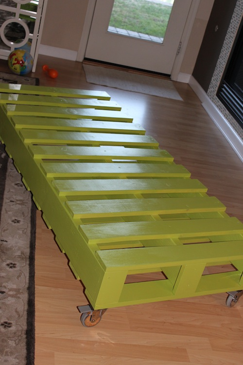 Diy kid 39 s pallet bed for Diy kids pallet bed