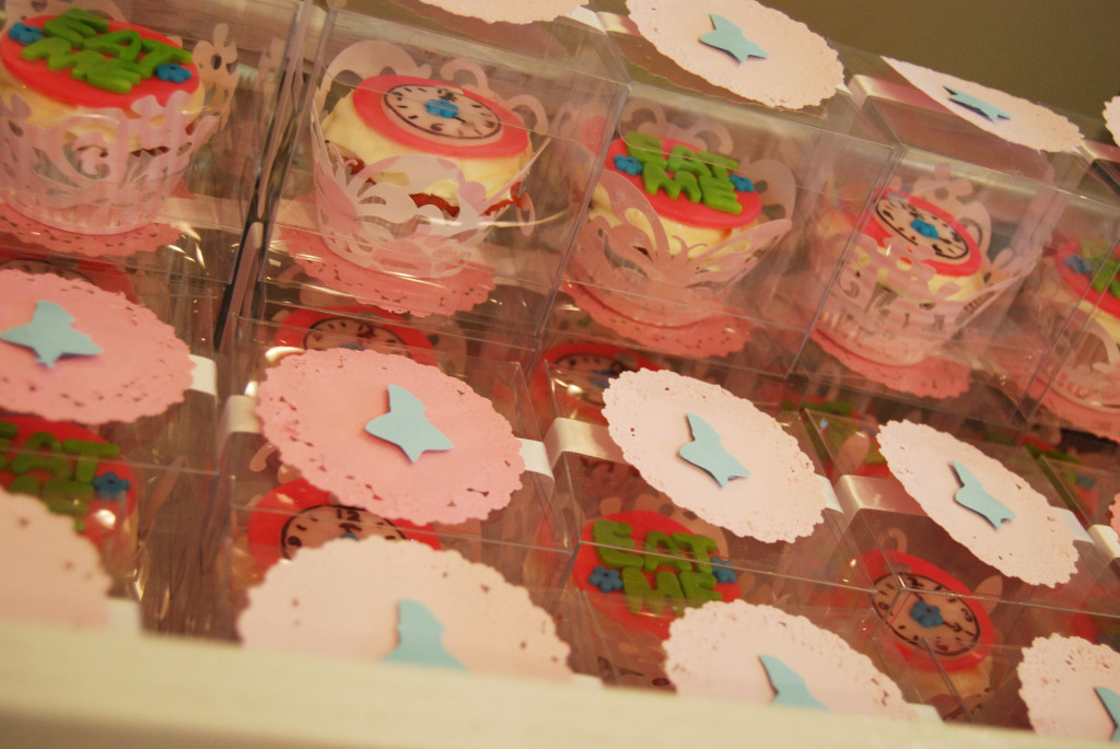 Alice_Cupcake_Favors