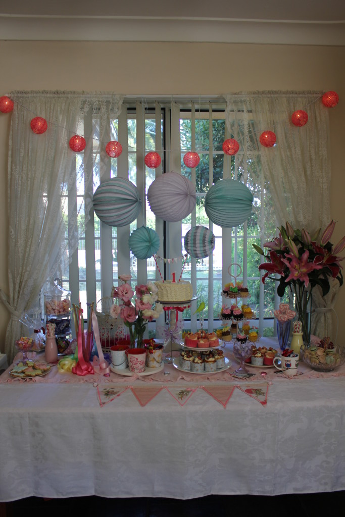 (11) Cake & Candy table