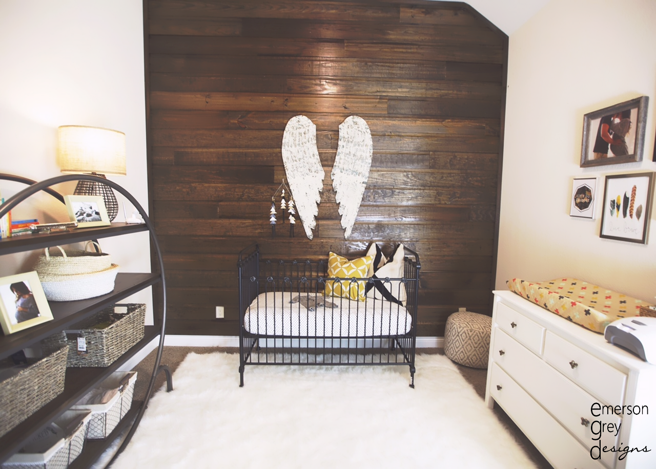 Wood Pallet Wall with Large Angel Hanging Wings