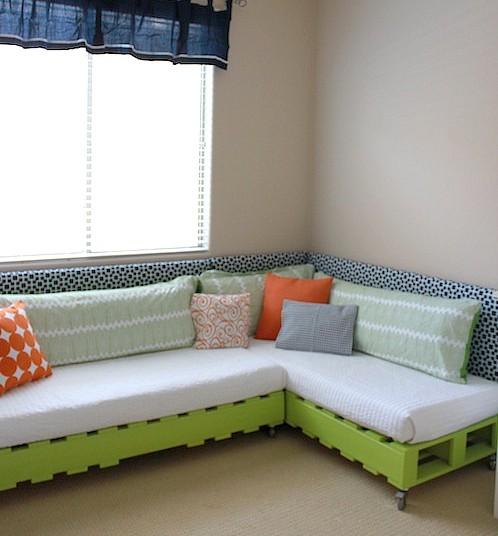 DIY Pallet Bed - Toddler Bed