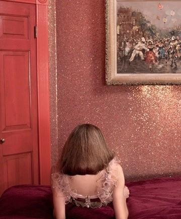 Beaded wallpaper in glittery pink