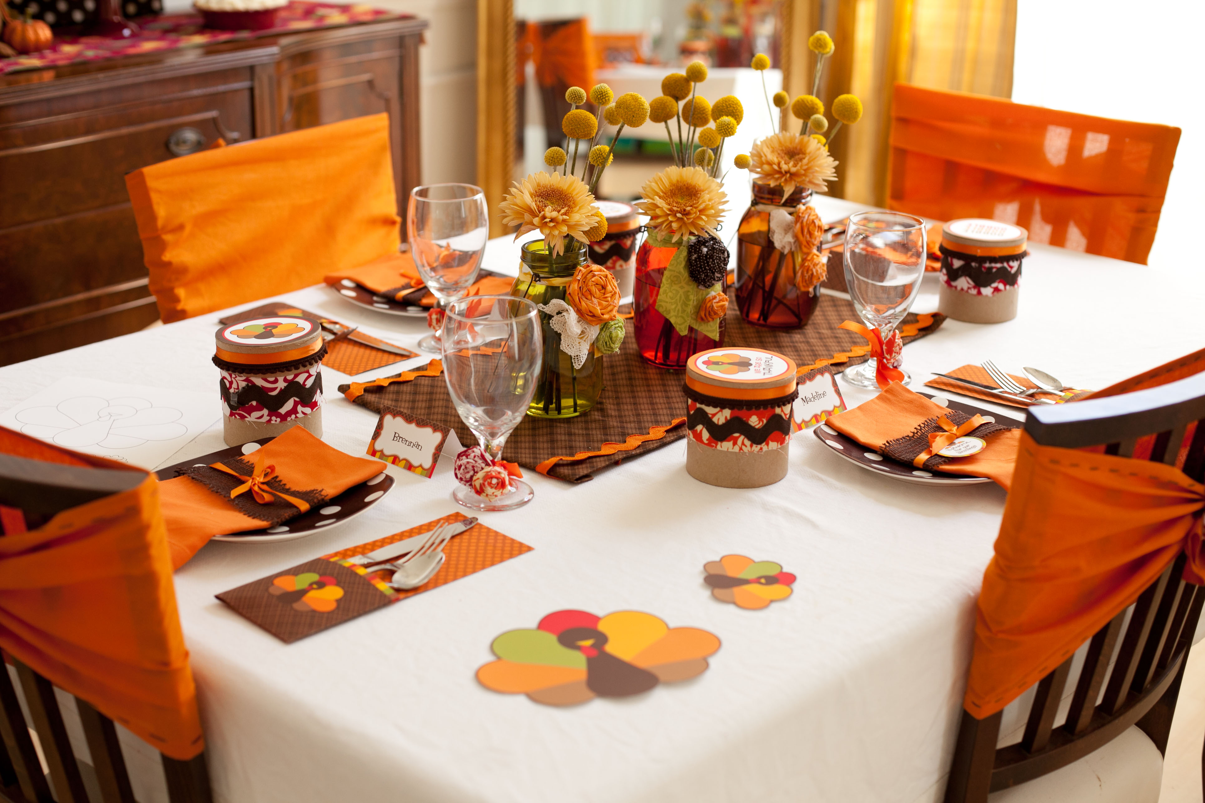 Party Reveal: Kid-Friendly Thanksgiving Table