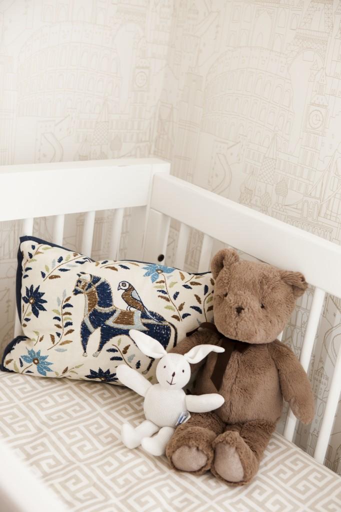 White Crib Gold Globetrotter Wallpaper
