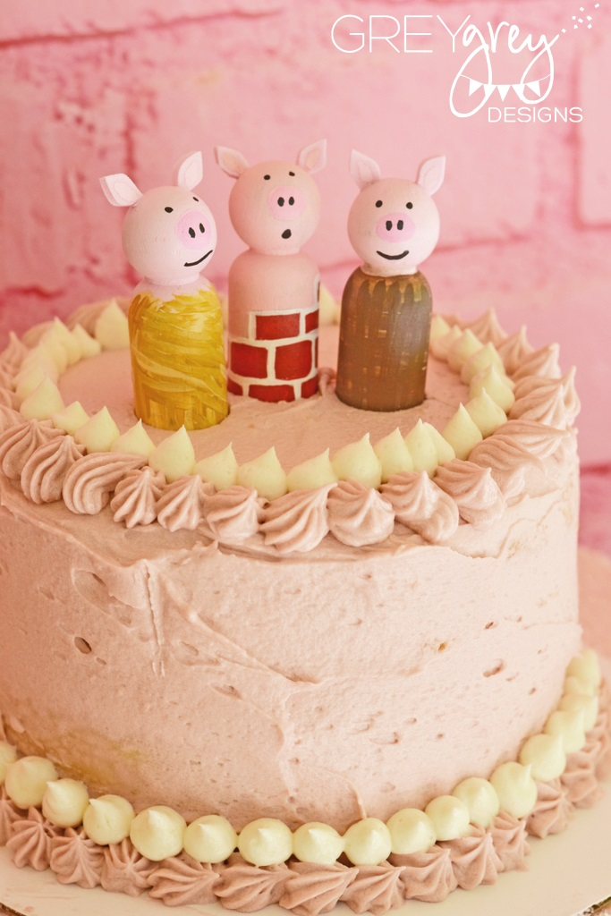 Three Little Pig Party Cake