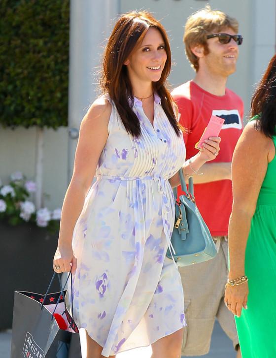 Pregnant Jennifer Love Hewitt Maternity Style
