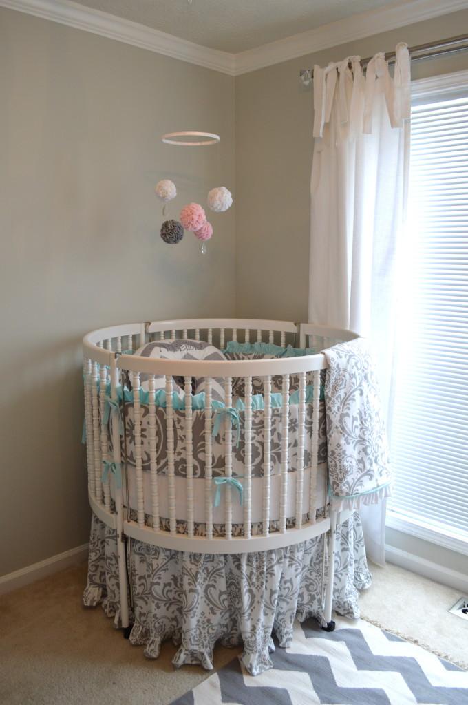 Vintage Round Crib