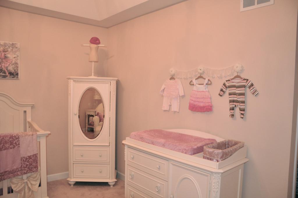 A sweet vintage nursery for kinzie elle project nursery for Elle decor nursery