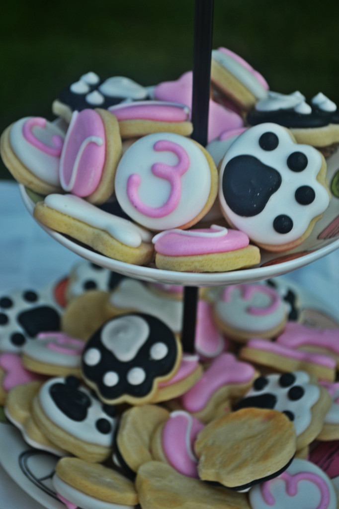 Puppy Paw Cookies for this Puppy Birthday Party