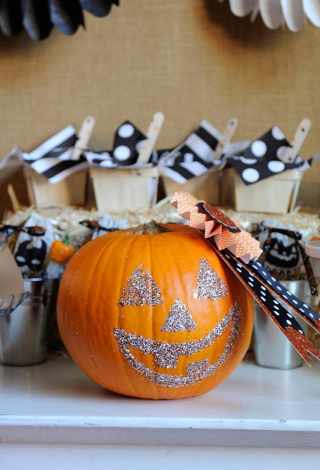 DIY Jack-o-Lantern Glittering Pumpkin