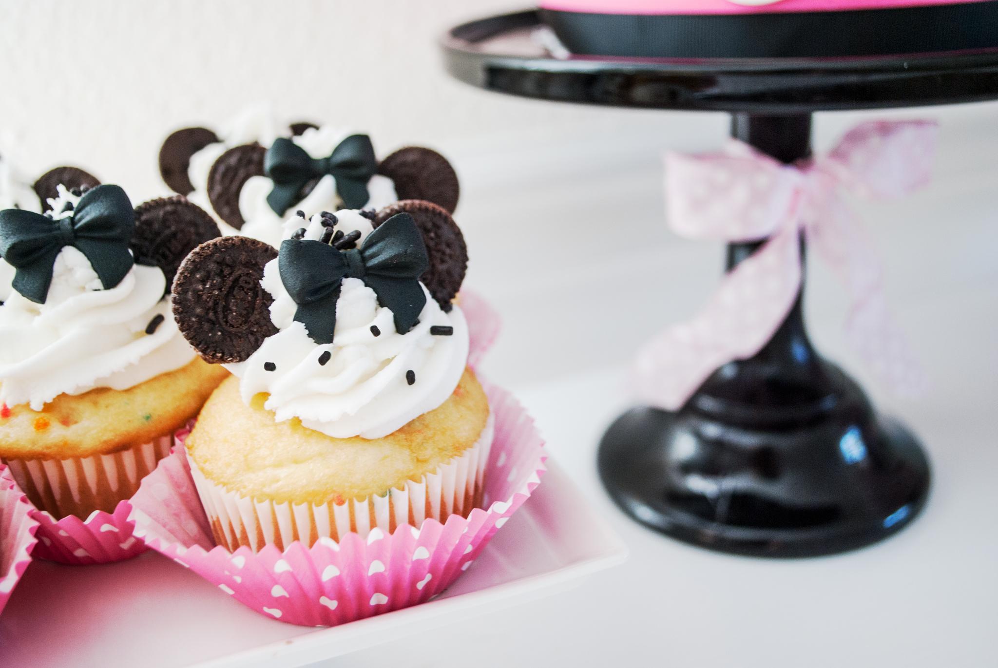 DIY Minnie Mouse Cupcakes