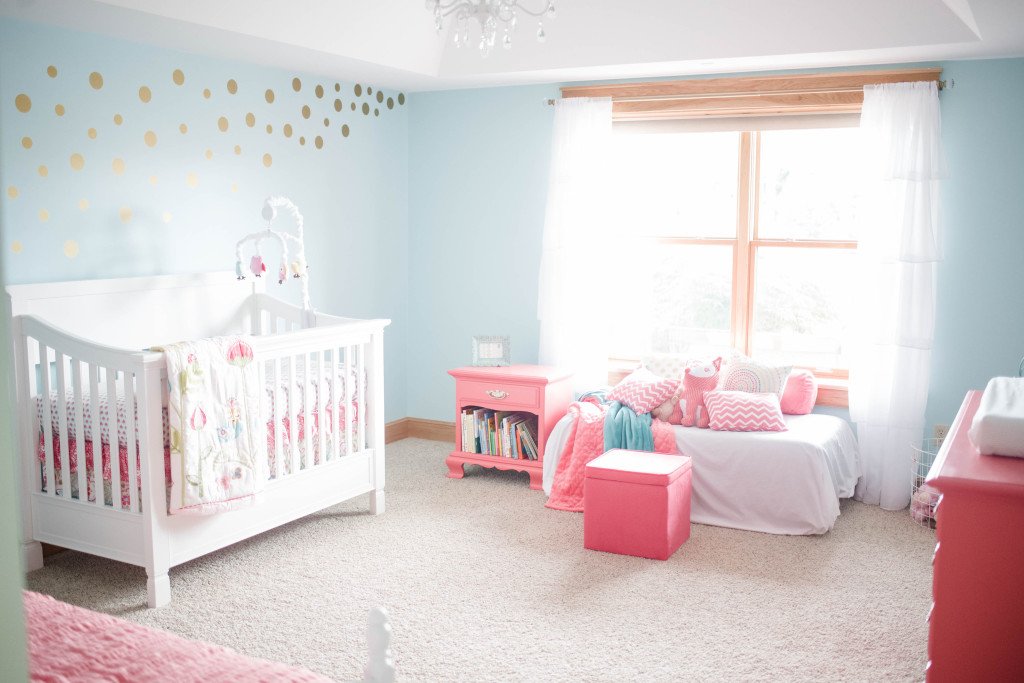 Coral and aqua baby girl 39 s nursery project nursery for Dormir chambre sans fenetre