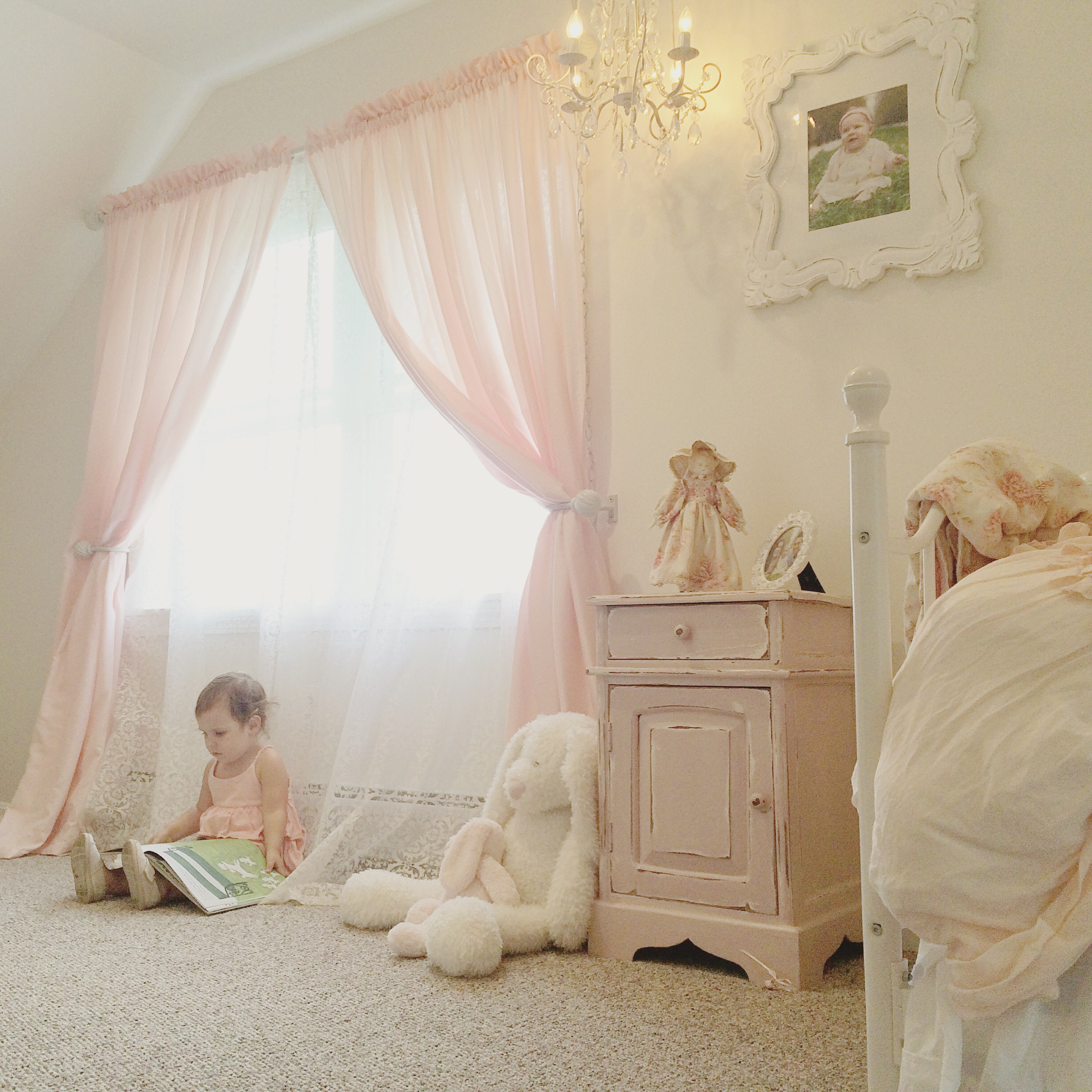 25 Classy And Cheerful Pink Room Decor Ideas: Ryan Cathleen's Elegant DIY Pink And Cream Toddler Room