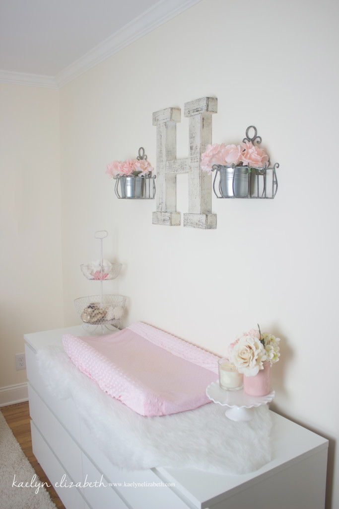 Harlow 39 s shabby chic feminine nursery project nursery for Baby girl bedroom decoration