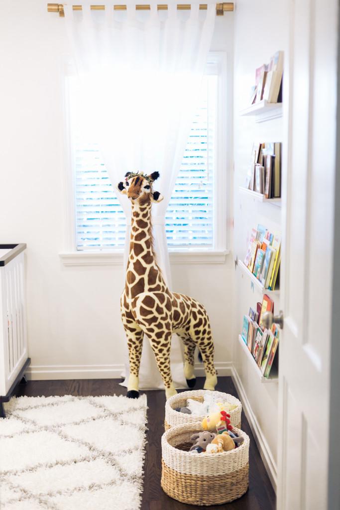 The Style Editrix Nursery with Big Giraffe