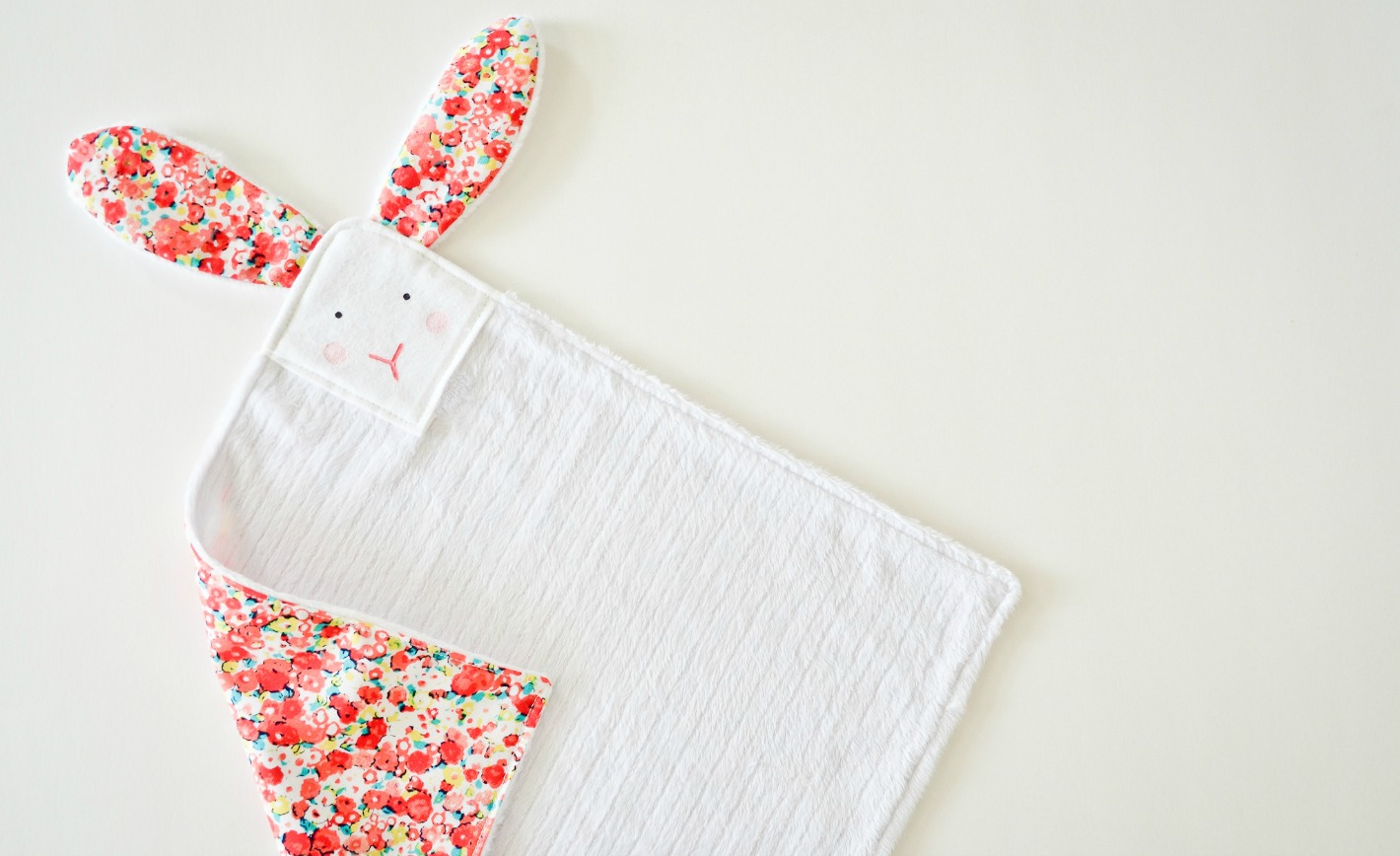 babies Comfort Taggy Blanket With Rabbit Cotton Fabric And Dimple Fleece