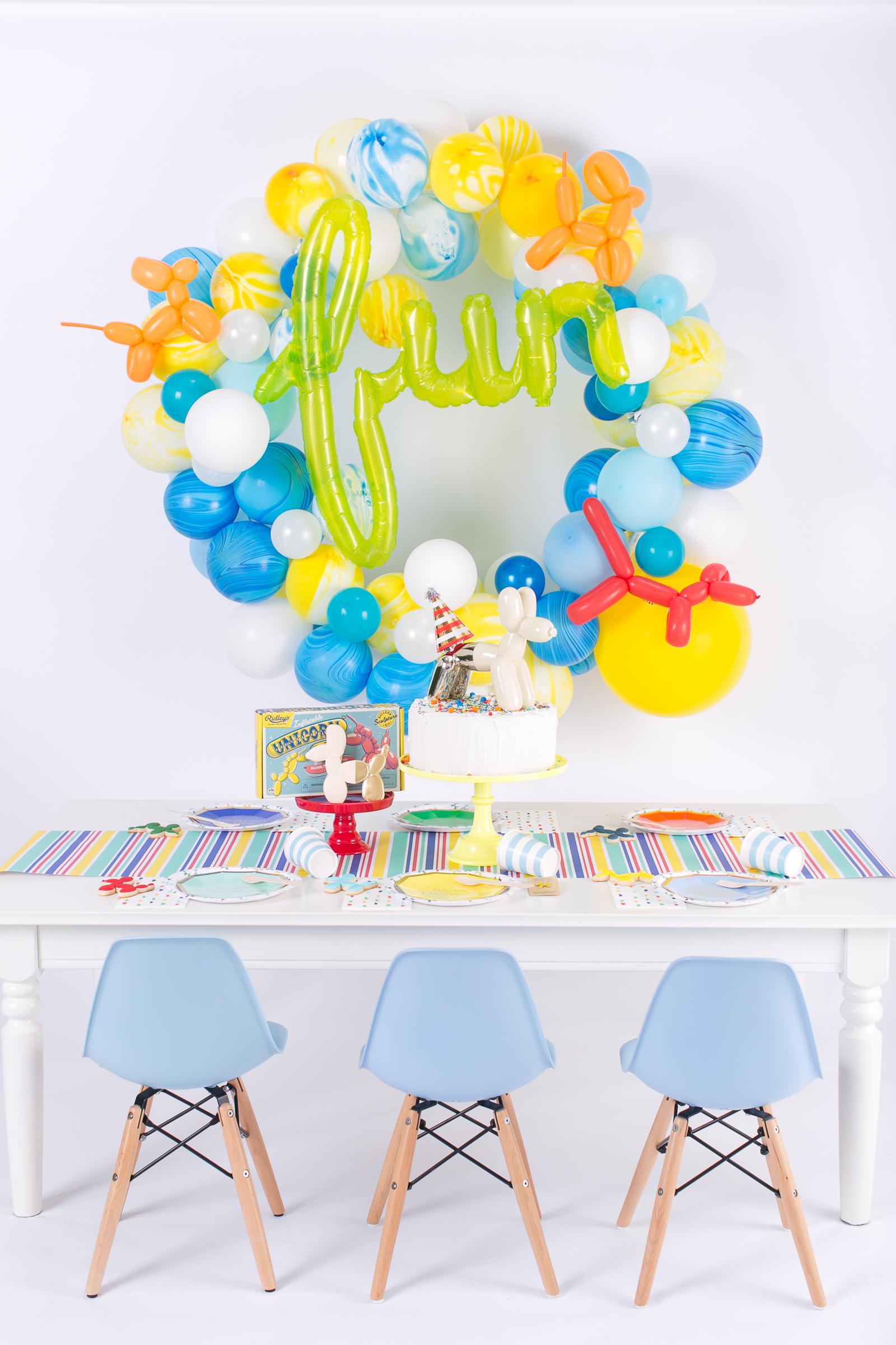 Balloon Animal Party Table and DIY Balloon Wreath