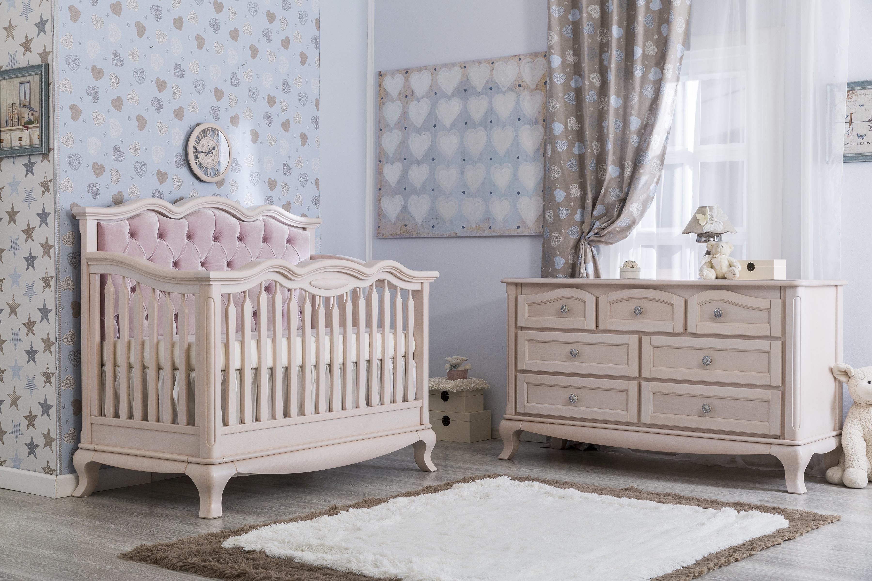 Elegant Cleopatra Crib