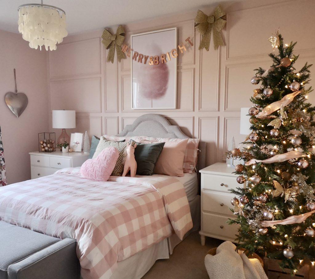 Teenage Rooms: Pretty Pink Girls Christmas Room