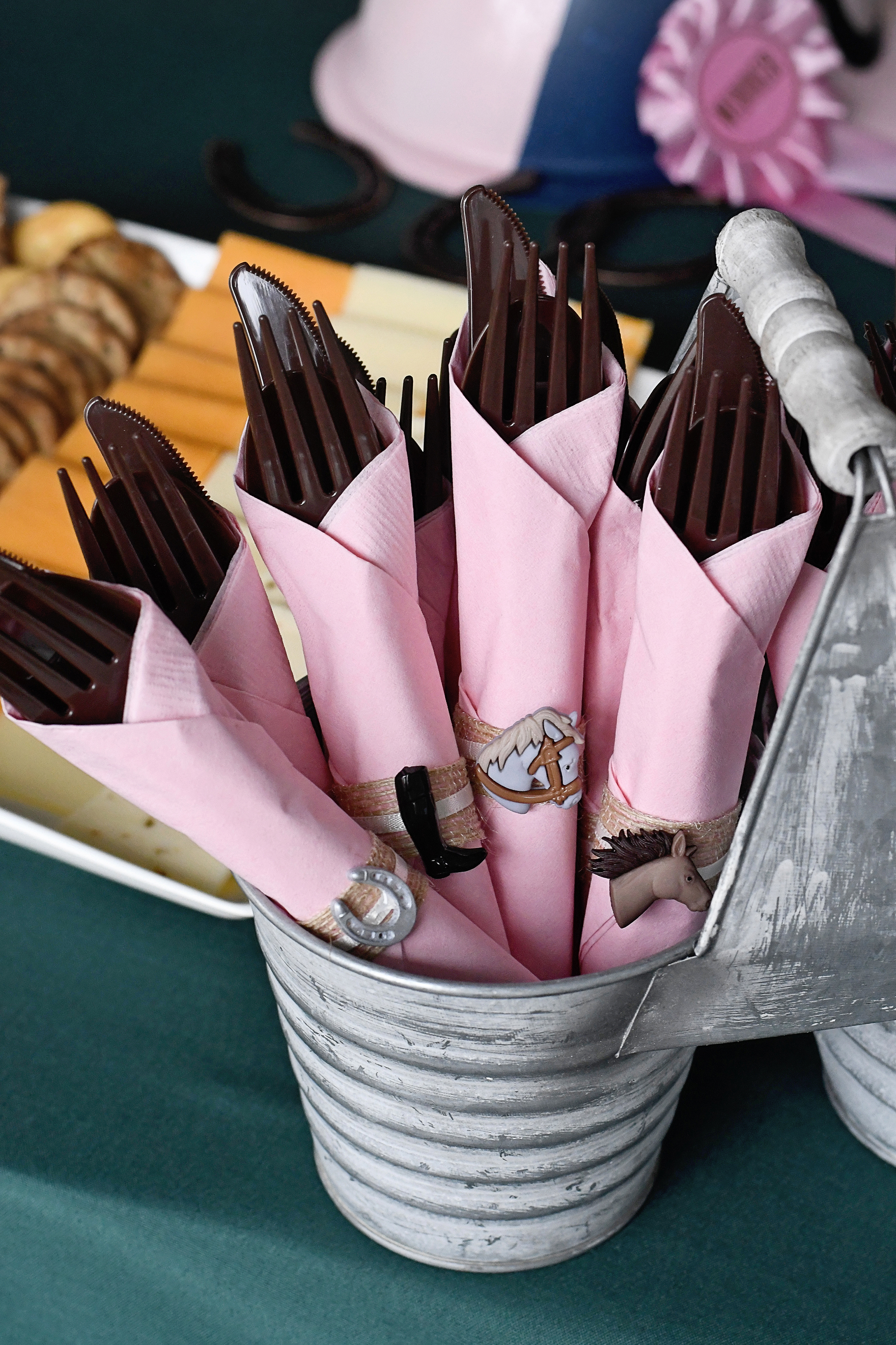 Horse-themed silverware bundles