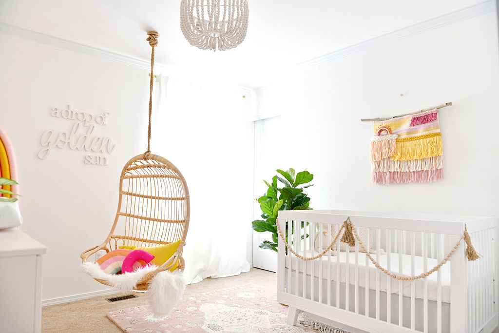 Licht en luchtig Subtiele Rainbow Themed Baby Girl Nursery