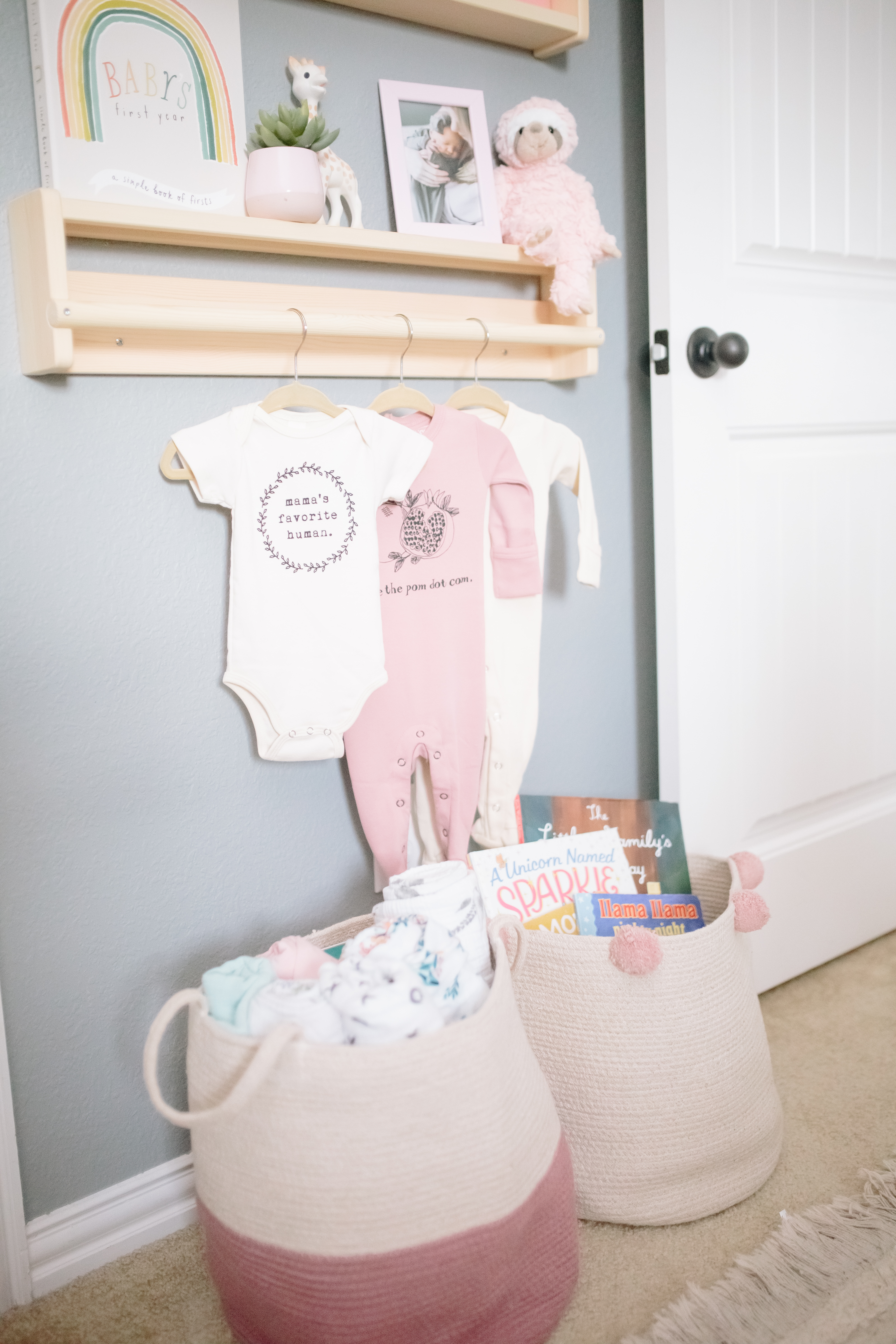 Nursery Shelving with Clothes Hanging Rod and Storage Baskets