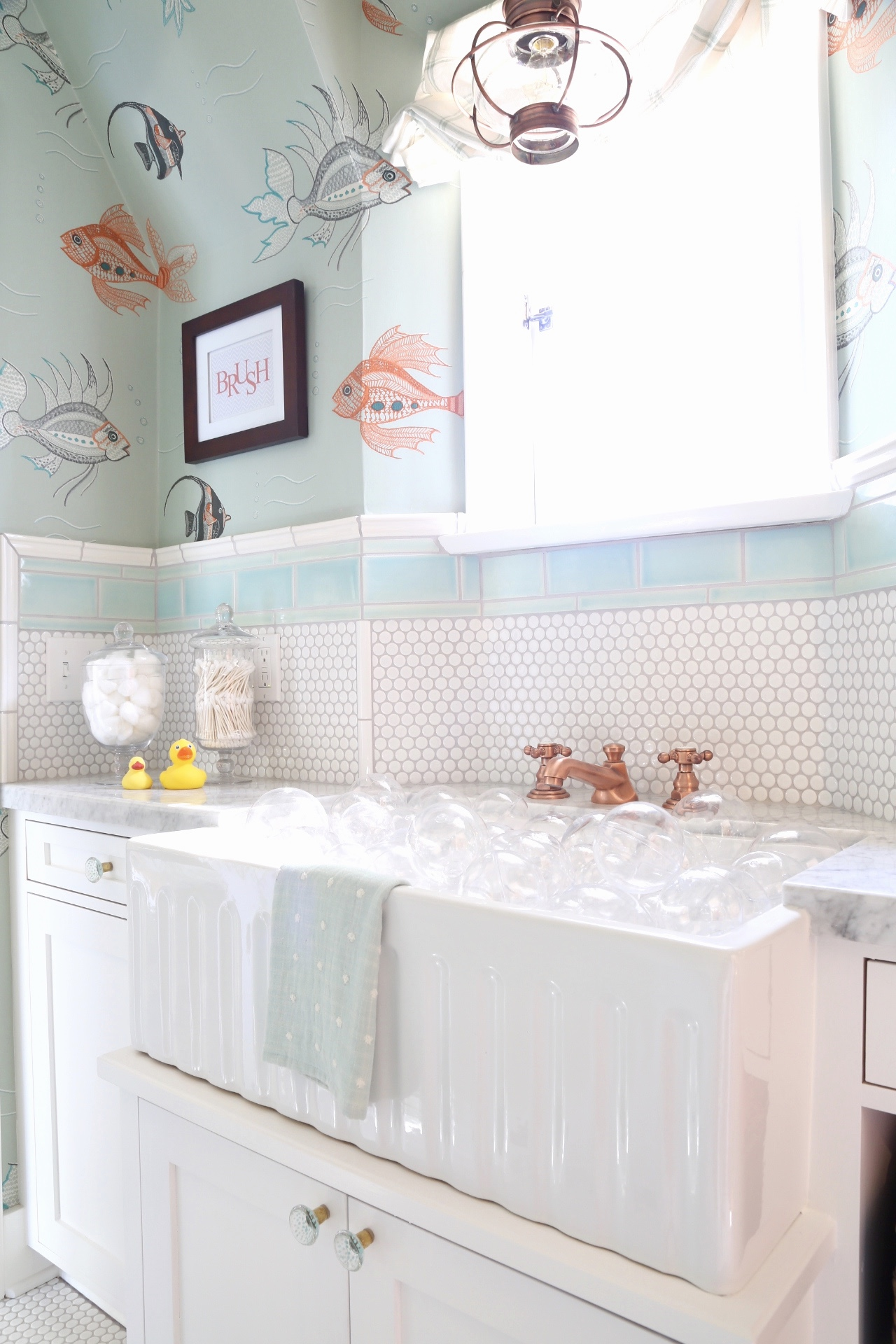 Kids en suite Bathroom with farmhouse sink as bath tub