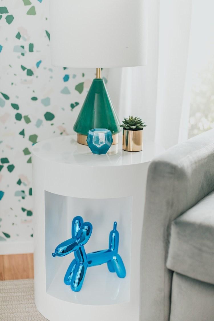 Скульптура собаки-воздушного шара в детской комнате для мальчиков Terrazzo